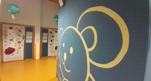 pasillo interior de la escuela infantil conveniada